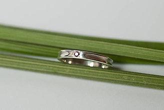 Prstene - Zásnubný prsteň / obrúčka obdĺžniková - drážková s rovinou - 7117445_