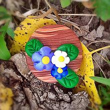 Odznaky/Brošne - FIMO drevené brošne - prírodné motívy (kvietky NA ZÁKAZKU) - 7114284_