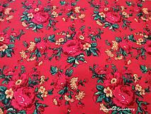 Textil - Krojová látka - kvietky veľké na červenom podklade - cena za 10 cm - 7119645_