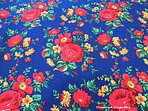 Textil - Krojová látka - kvietky veľké na modrom podklade - cena za 10 cm - 7119691_