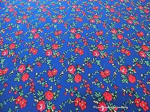 Textil - Krojová látka - kvietky malé na modrom podklade - cena za 10 cm - 7119689_