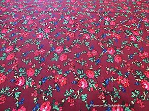 Textil - Krojová látka - kvietky malé na vínovom podklade - cena za 10 cm - 7119752_