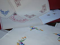Úžitkový textil - Ručne vyšívaný obrus - 7117599_