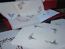 Úžitkový textil - Ručne vyšívaný obrus - 7117600_