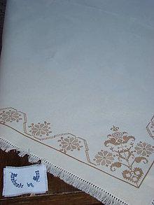 Úžitkový textil - Ručne vyšívaný obrus - 7120749_