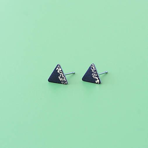 e6289cb7f Čierno-zlaté náušnice v tvare trojuholníka / trulyemily - SAShE.sk ...