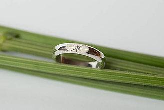 Prstene - Zásnubný prsteň / obrúčka polkruhová - skosená - 7120315_