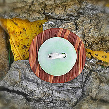 Odznaky/Brošne - Drevená brošňa s gombíkom NA ZÁKAZKU - 7118571_