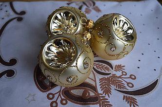 Dekorácie - Retro zlaté matné vypichované guličky s kamienkami - 7122720_