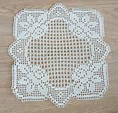 Úžitkový textil - Štvorcová filetová s ružičkami, svetlá béžová - 7122978_