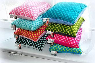 Textil - Veselé malé vankúšiky 30x30cm s flisom aj na cestovanie.. - 7129856_