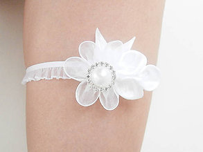 Bielizeň/Plavky - Biela svadba so štrasom a perleťou - podväzok - 7129673_