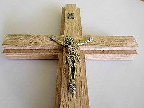 Dekorácie - svadobný drevený kríž dubový so zlatým korpusom / krížik - 7134170_
