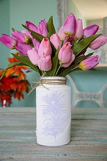 Dekorácie - Biela sklenená vázička s pávím pierkom - 7135129_
