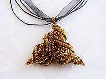 Náhrdelníky - Náhrdelník trojuholník s farbou medu - 7137686_