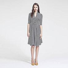 Šaty - Úpletové šaty s uzlom (Pruhované čierno-biele) - 7142483_