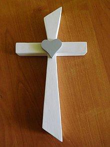 Dekorácie - svadobný drevený kríž so srdiečkom / krížik - 7142547_