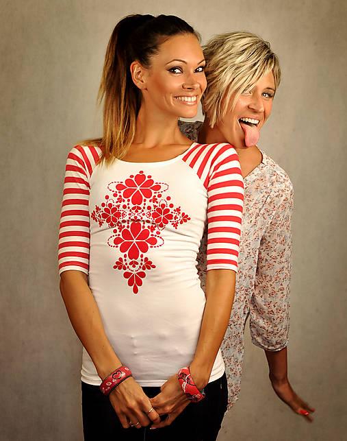 Bieločervené pásikavé tričko - Red Folk