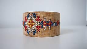 Drevený šperk - na pôjde sa skryl FOLK