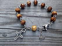 - ruženček na ruku z drevených korálok a ocele - 7148564_
