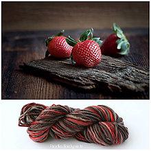 Materiál ručne robený - STRAWBERRIES Ručne farbená a pradená vlna - 7147944_