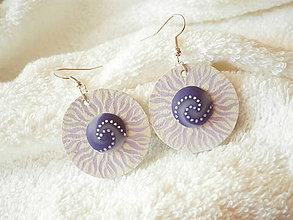 Náušnice - Náušnice koženo-polymérové, fialové plamienky - 7146744_