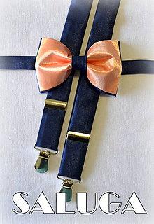 Doplnky - Broskyňový, lososový pánsky motýlik + traky s tmavo modrou farbou - 7158317_