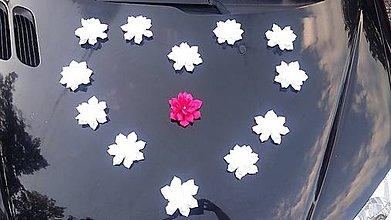 Dekorácie - výzdoba svadobného auta srdce z kvetov - 7163077_