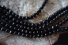 Minerály - Skoryl (turmalín čierny) so sľudou fazetovaný  6mm - 7166939_
