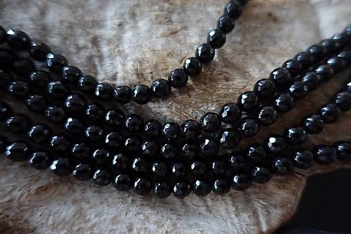 Skoryl (turmalín čierny) so sľudou fazetovaný  6mm