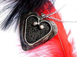 Náhrdelníky - cínovaný náhrdelník - čierne lávové srdce - 7169933_
