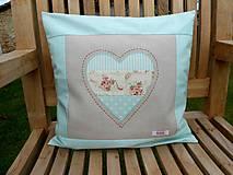 Úžitkový textil - Poduška s výplňou Mint Heart - 7175751_