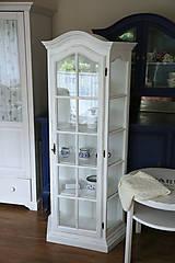 Nábytok - Biela vitrína s patinou - 7175712_