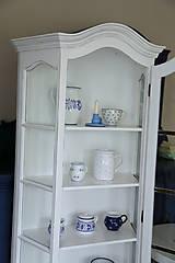 Nábytok - Biela vitrína s patinou - 7175713_