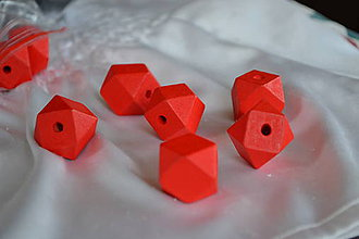 Korálky - Korálka hinoky polyhedron červená 20mm, 0.55€/ks - 7177802_