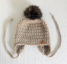 Detské čiapky - Detská béžová čiapka s kožušinovým brmbolcom - 7182063_