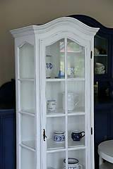Nábytok - Biela vitrína s patinou - 7178560_