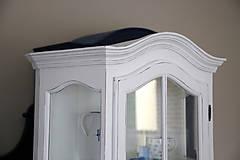 Nábytok - Biela vitrína s patinou - 7178561_