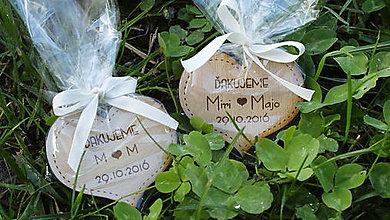 Darčeky pre svadobčanov - Balenie darov do celofánu s ozdobnou stužkou - 7187150_