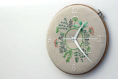 - Clara s číslami, ručne vyšívané nástenné hodiny - 7189695_