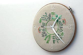 Hodiny - Clara s číslami, ručne vyšívané nástenné hodiny - 7189695_