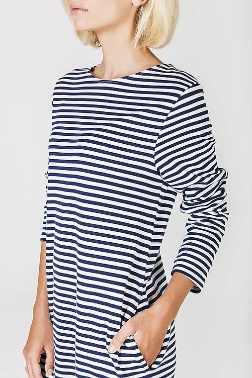 Modrobílé pruhované úpletové šaty   DesignDictat - SAShE.sk ... 6af7aa57fe