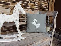 Úžitkový textil - Vankúšik Izabela's Horse - 7196849_