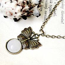 Náhrdelníky - Vintage Butterfly & White Jade / Náhrdelník s bielym jadeitom v bronzovom prevedení - 7200084_