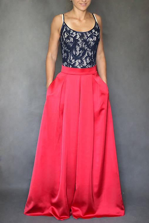 Spoločenské šaty na ramienka so skladanou sukňou   Dyona - SAShE.sk ... b7a5e7e64b7