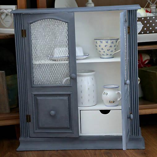 Sivá závesná skrinka - predaná