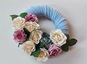 Dekorácie - Veniec na dvere Pastelka recy s ružami. - 7205904_