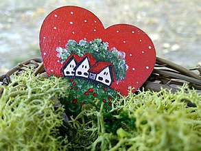 Odznaky/Brošne - Drevená brošňa - domčeky v srdci - 7207923_