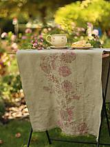Úžitkový textil - Ruže na ľanovom plátne - ručne potlačený ľanový obrus/behúň - 7205301_