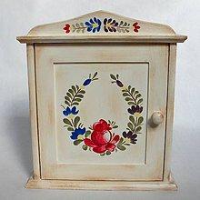 Krabičky - Maľovaná skrinka na kľúče vo vidieckom štýle - 7207391_